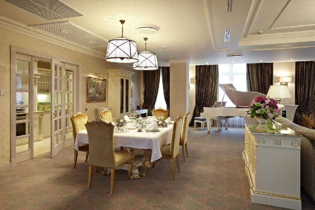 162220326 Хотелиери без граници: Представяме ви Станислав Кондов от Radisson Collection Hotel, Москва