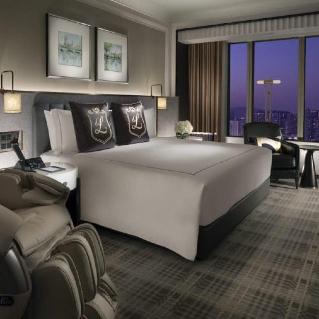 http cdn.cnn .com cnnnext dam assets 201224164012 windsor king suite Топ 5 на най-големите хотелски комплекси в света по брой стаи