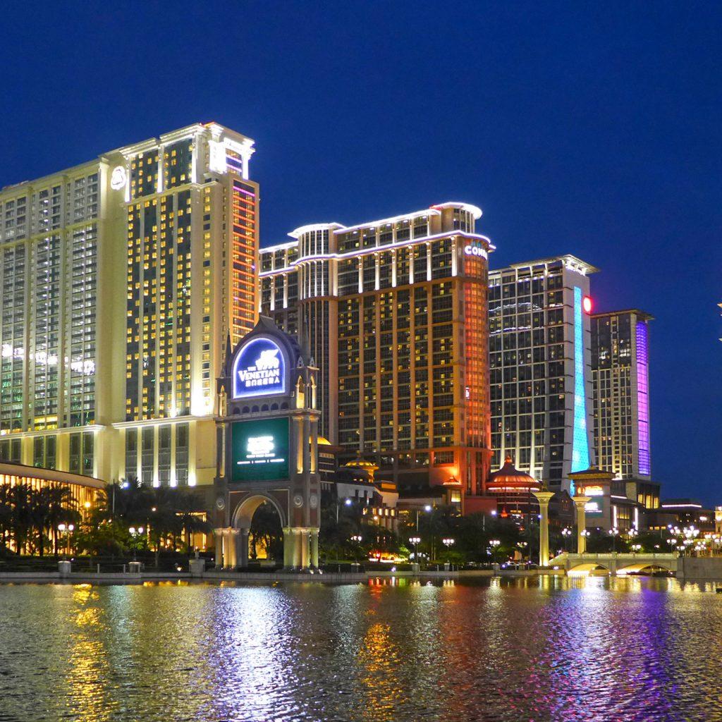 sands cotai central night view 2016 Топ 5 на най-големите хотелски комплекси в света по брой стаи