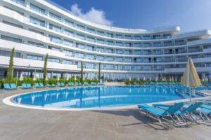 ast 19 010 pools Hotel Weekly