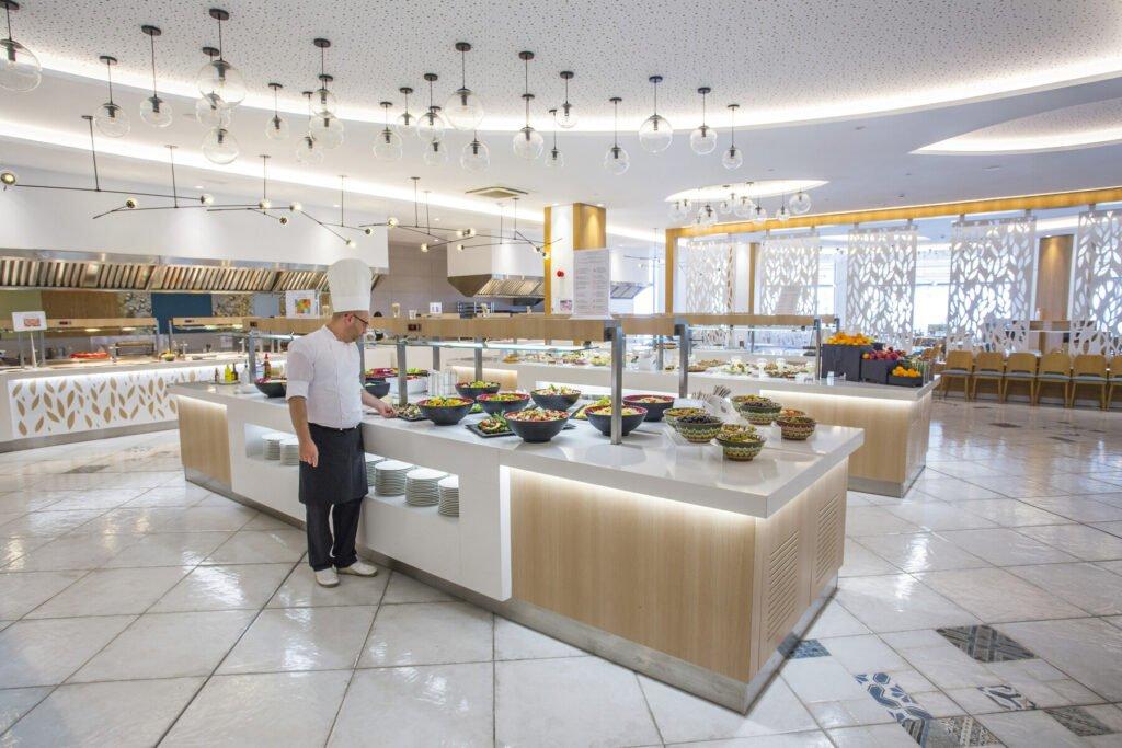 ast 19 031 main restaurant Hotel Weekly #5: Представяме ви RIU Astoria, Златни Пясъци