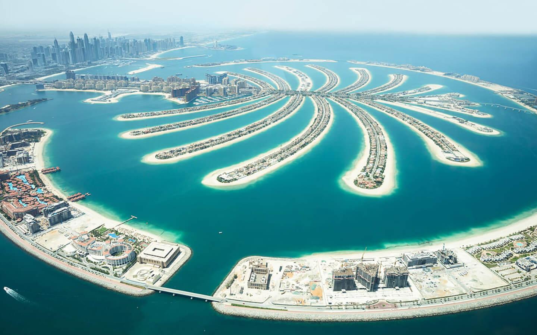 palm jumeirah dubai 1 10 000 служители от 20 хотела в Дубай са ваксинирани срещу Covid-19