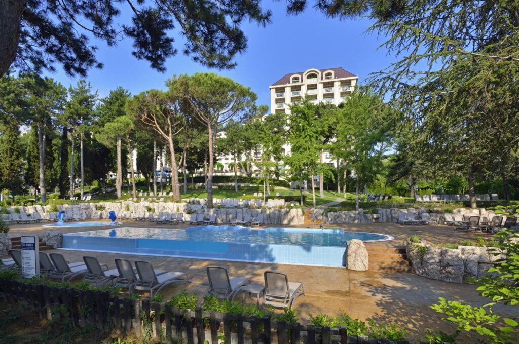 rsz melia grand hermitage the level pool garden area 3 Hotel Weekly #7: Представяме ви Meliá Grand Hermitage, Златни пясъци