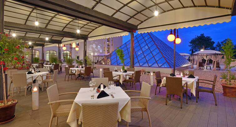 rsz melia grand hermitage the level restaurant terrace Hotel Weekly #7: Представяме ви Meliá Grand Hermitage, Златни пясъци