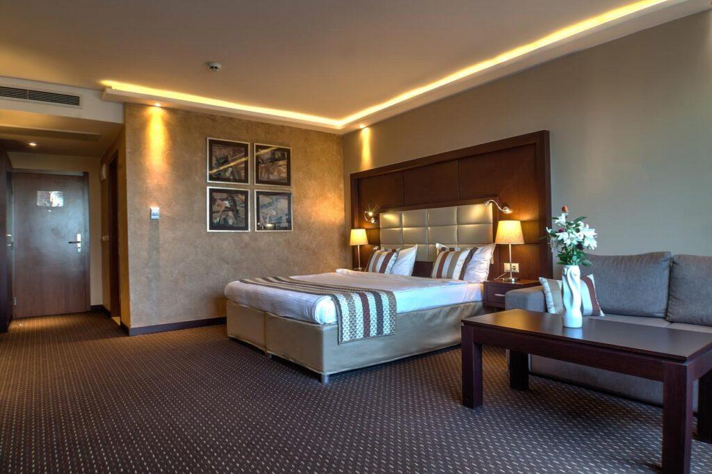 116587994 Radisson Hotels - Ренесанс на една от легендарните хотелски вериги