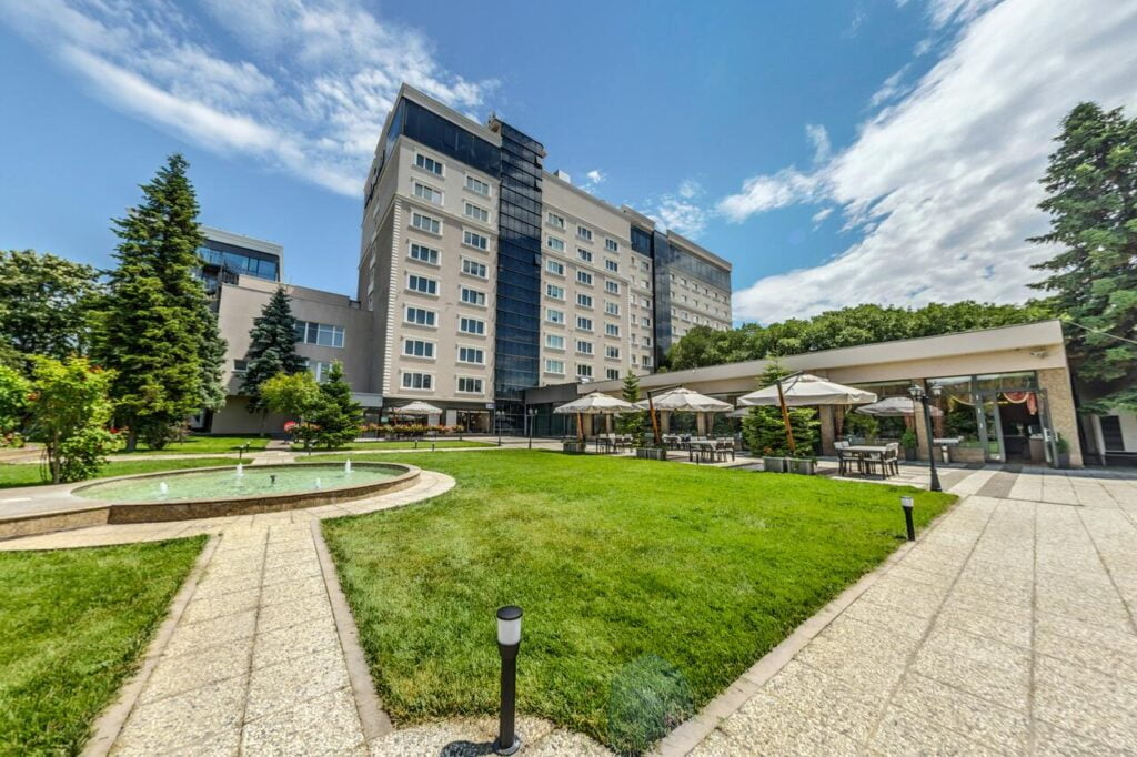 257005993 Radisson Hotels - Ренесанс на една от легендарните хотелски вериги