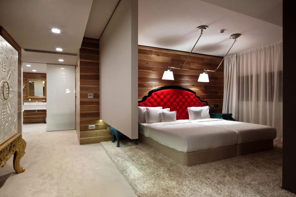 6 carracci floor suite Hotel Weekly #10: Представяме ви Graffit Gallery Hotel, Варна