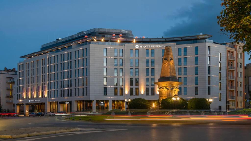 """ezgif.com gif maker 1 Български хотел номиниран в категория """"Водещ нов хотел в Европа 2021"""""""