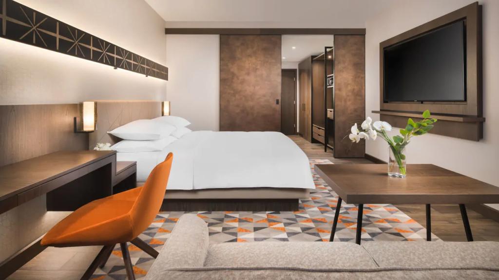 """ezgif.com gif maker Български хотел номиниран в категория """"Водещ нов хотел в Европа 2021"""""""