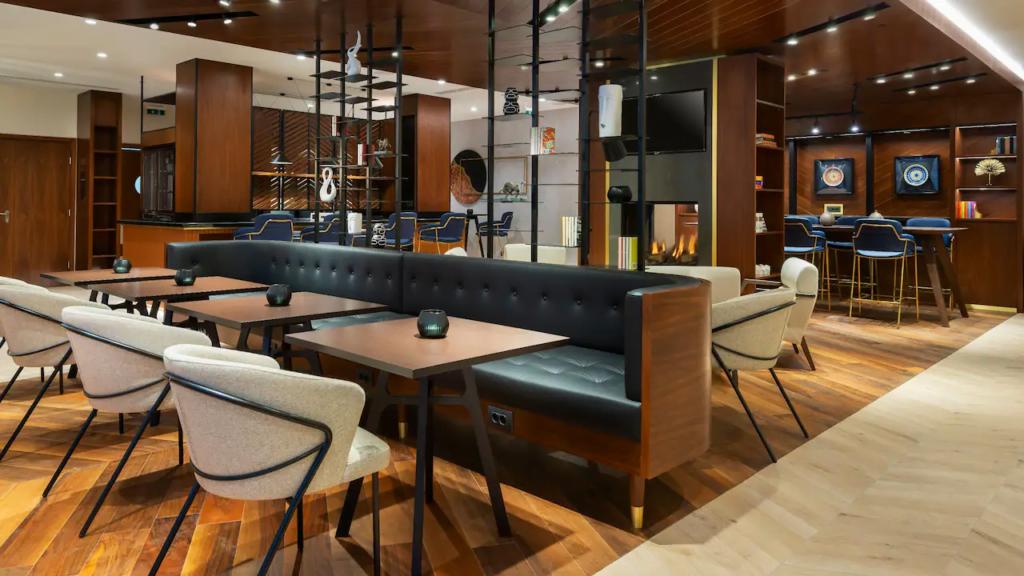 """ezgif.com gif maker 2 Български хотел номиниран в категория """"Водещ нов хотел в Европа 2021"""""""
