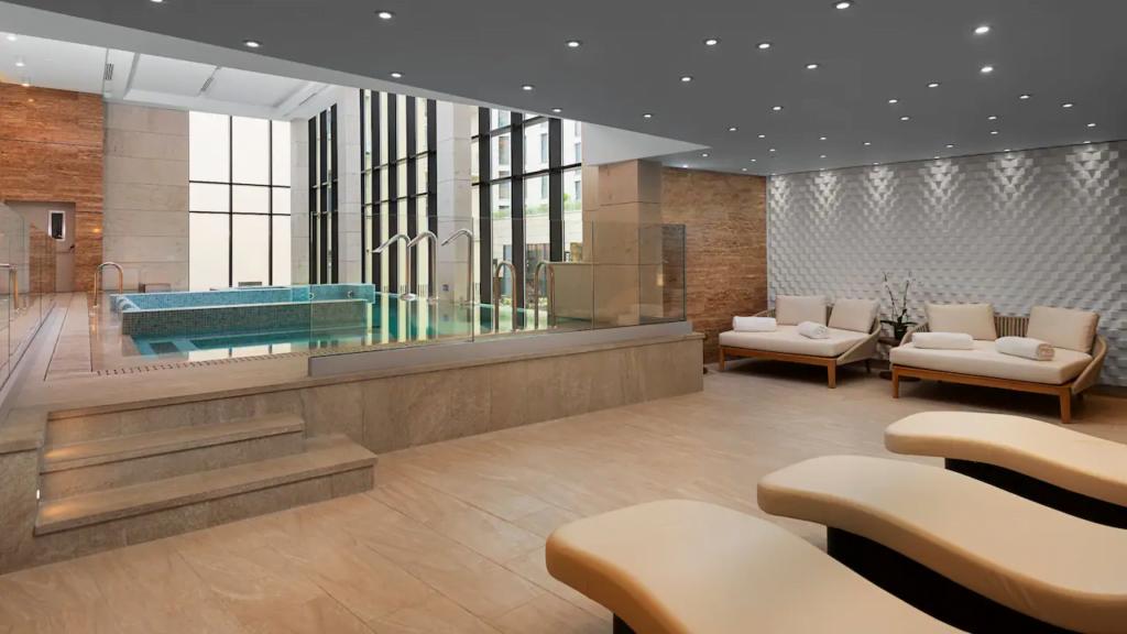 """ezgif.com gif maker 3 Български хотел номиниран в категория """"Водещ нов хотел в Европа 2021"""""""