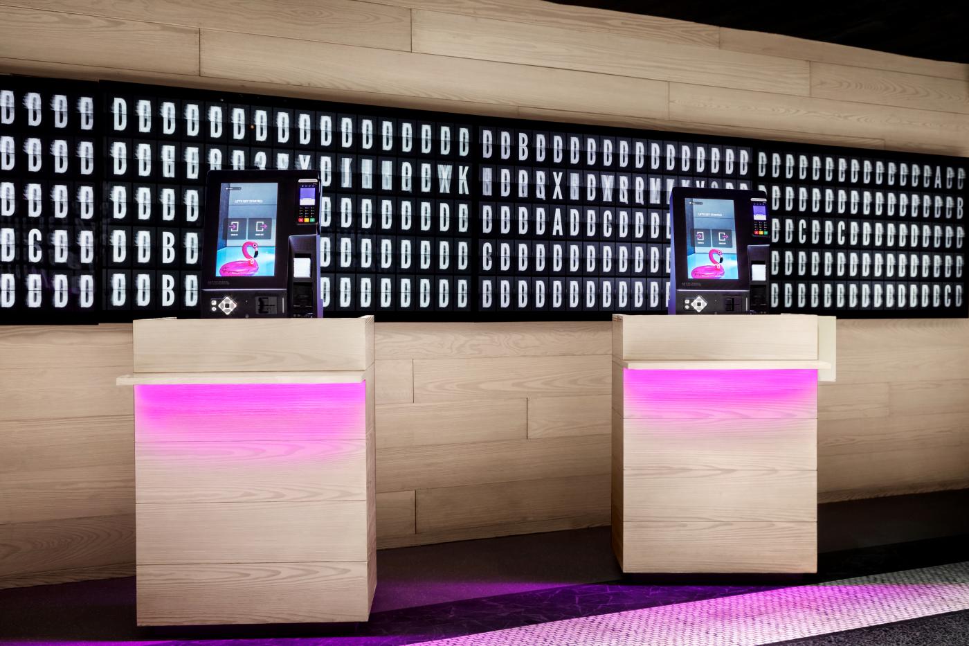 marriott contacless check in kiosk Революционни безконтактни технологии стартират в хотелите на Marriott International
