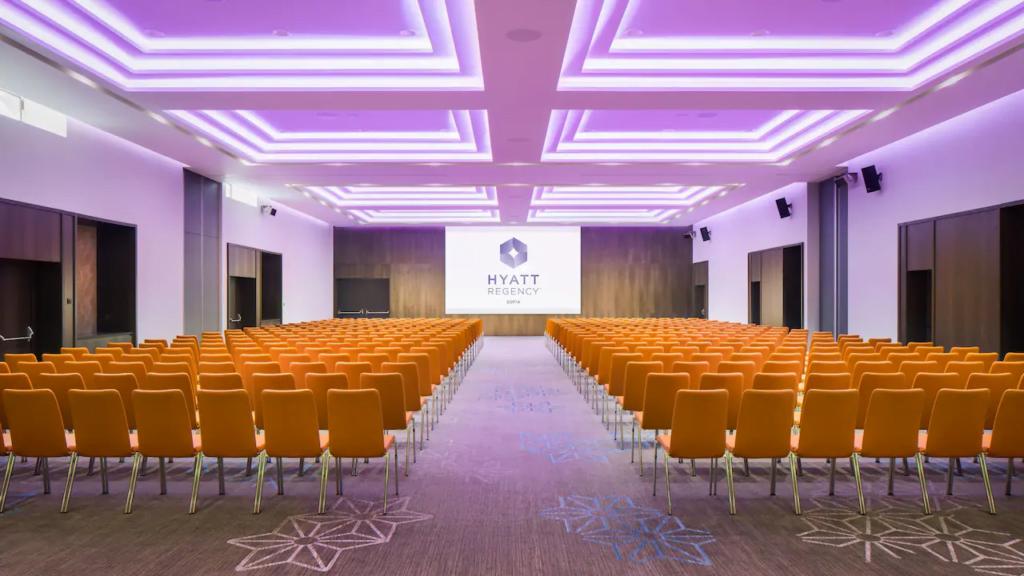 ezgif.com gif maker 16 Български хотел – номиниран за престижните Световни MICE Награди