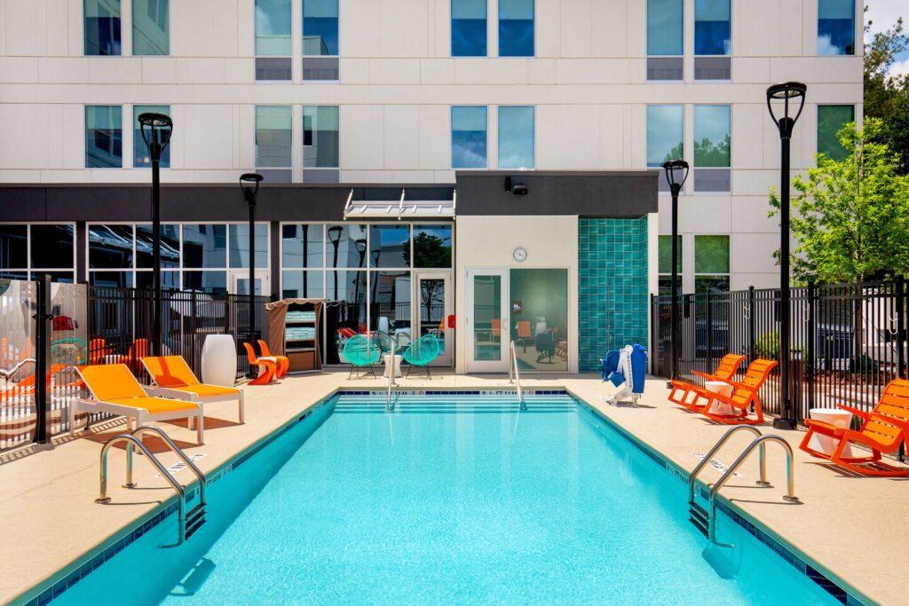 al outdoor pool 4417 hor clsc Октомври 2021: 268 нови хотела отварят врати, топ 3 на най-очакваните проекти този месец